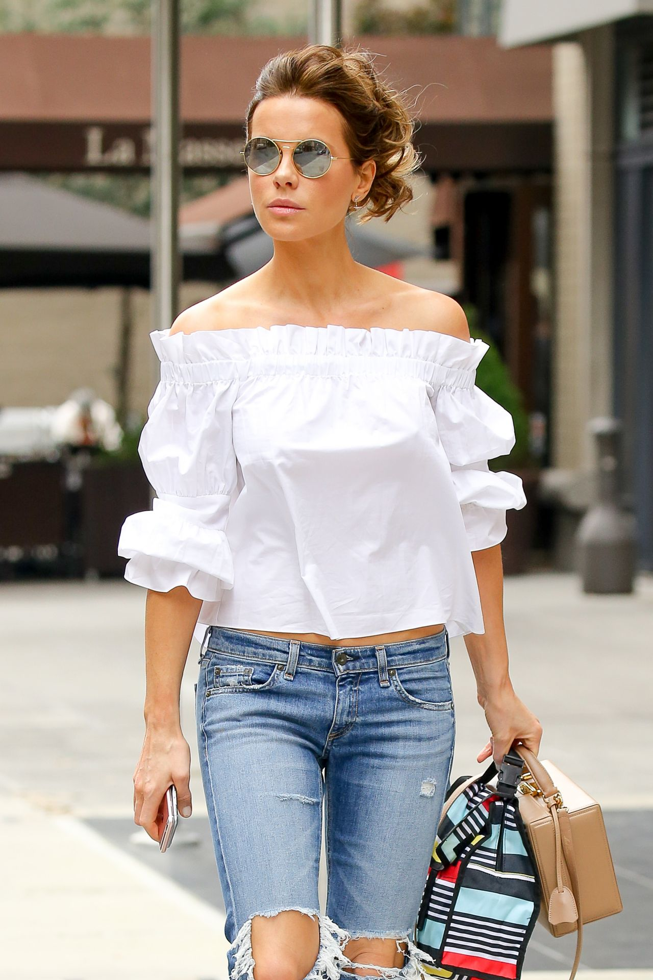Kate Beckinsale is Cute in Ripped Jeans - New York City ... Kate Beckinsale