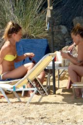Kate Hudson Bikini Candids - Skiathos Island in Greece 07/24/2016