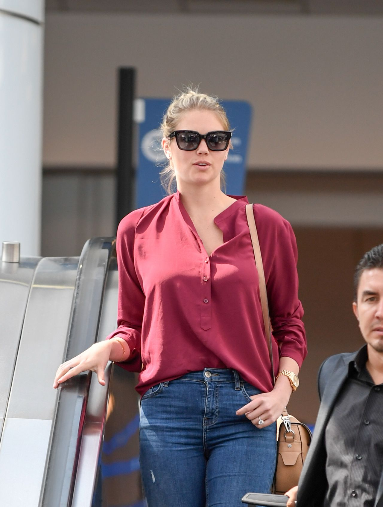 56b899b8d Kate Upton - Arriving into LAX Airport in Los Angeles 7 15 2016