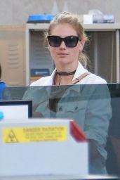 Kate Upton Urban Style - LAX in LA 7/19/2016