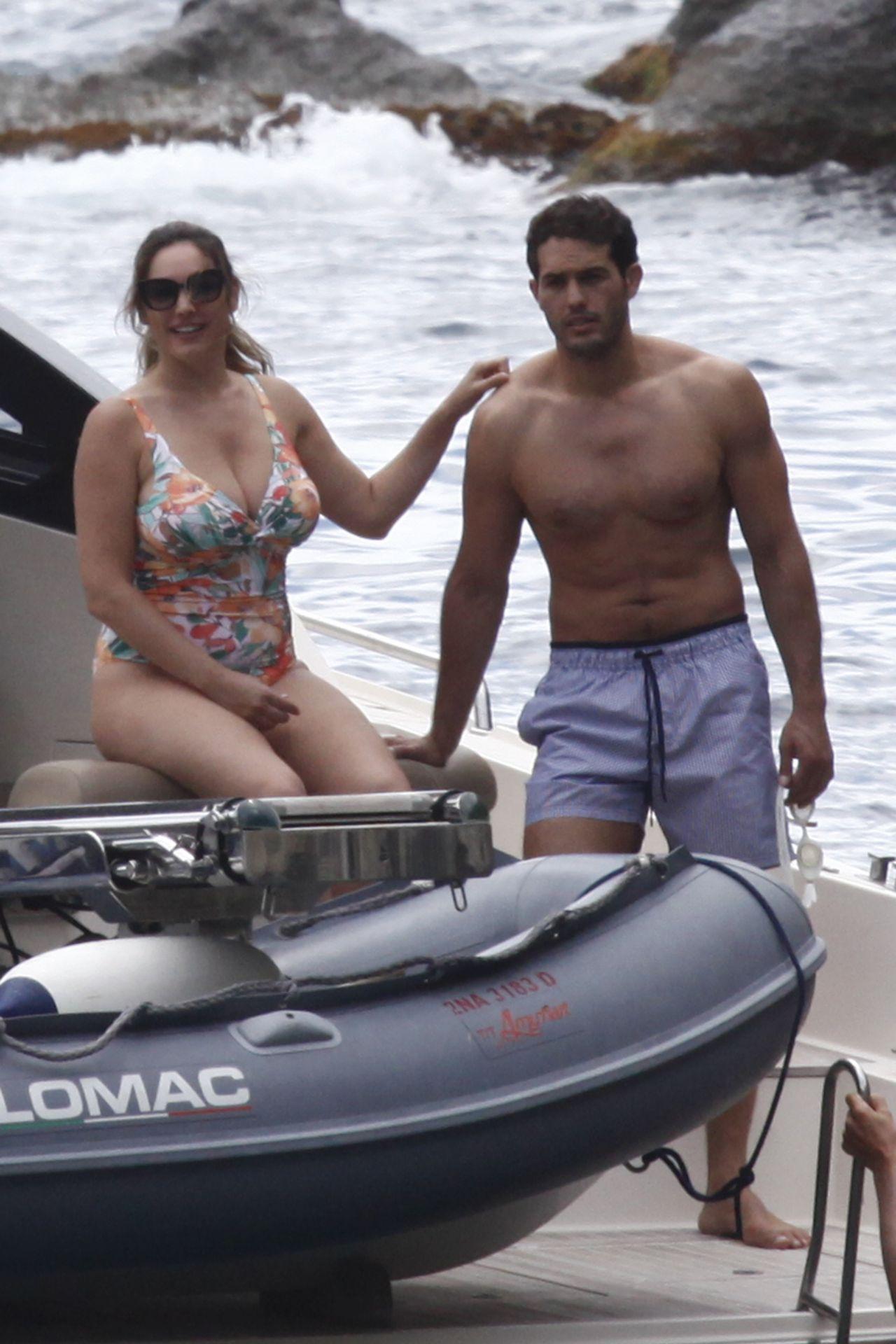 Bikini boat trip saten