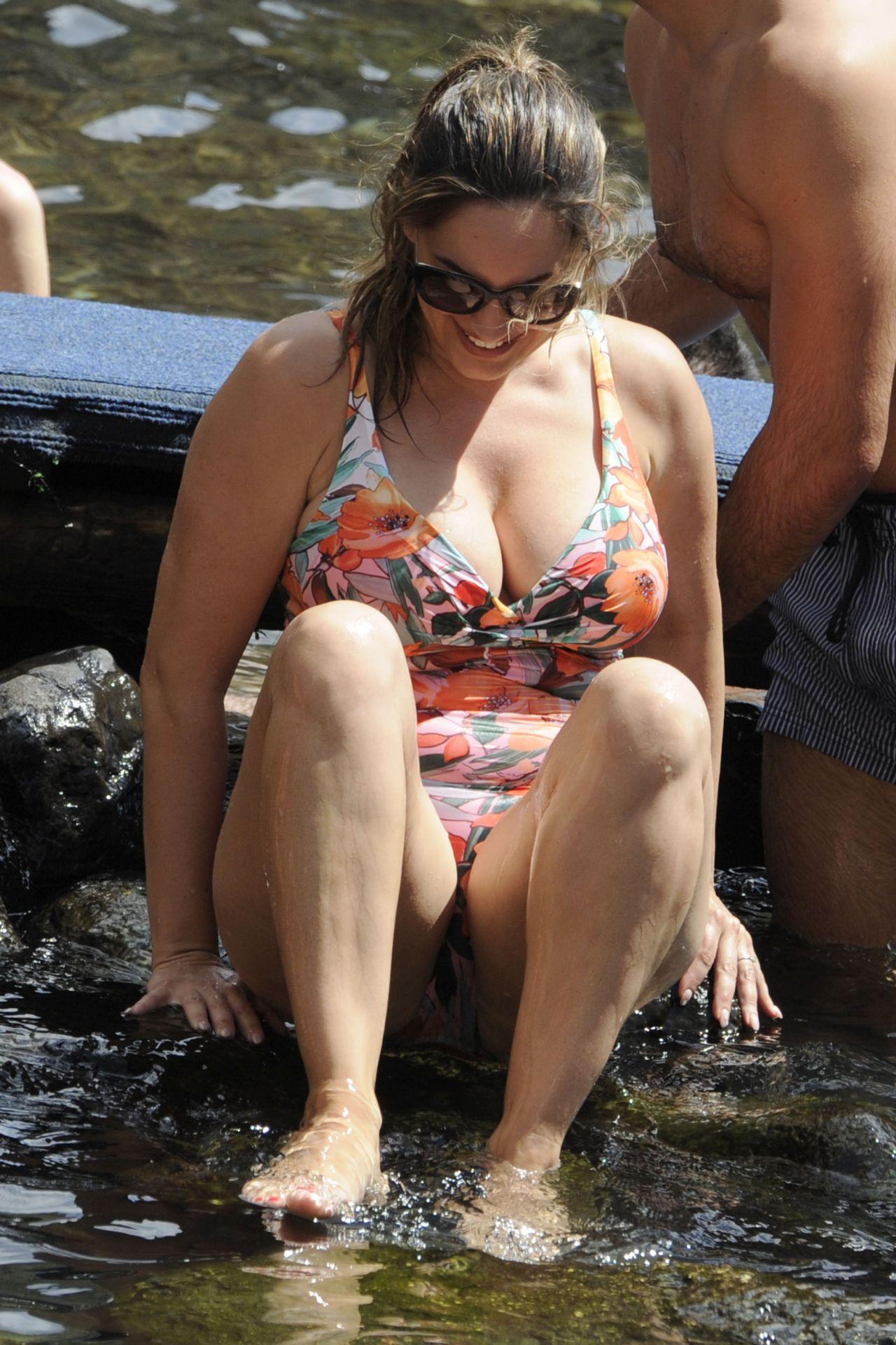 Kelly Brook In A Swimsuit Boat Trip In Ischia 7 16 2016
