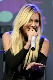 Kelsea Ballerini - Performs in support of her