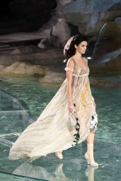 Kendall Jenner - 90th Anniversary of Fendi at the Trevi Fountain in Rome, June 2016