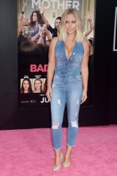 Kendra Wilkinson – 'Bad Moms' Premiere in Los Angeles