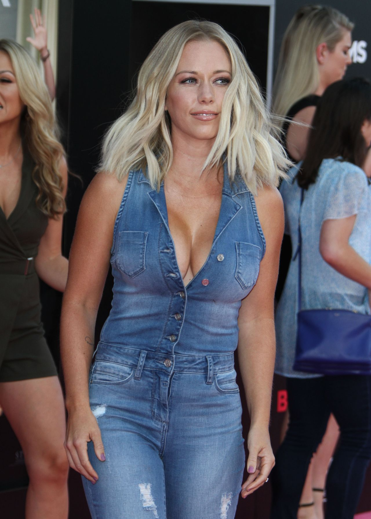 Kendra Wilkinson Bad Moms Premiere In Los Angeles