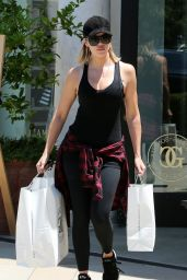 Khloe Kardashian - Shopping at William and Sonoma in Calabasas 07/24/20106