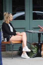 Kimberley Garner - Having Drinks With a Friend at the Ivy Chelsea Gardens in London 6/30/2016