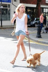 Kimberley Garner - Walking Her Dog in London 7/25/2016