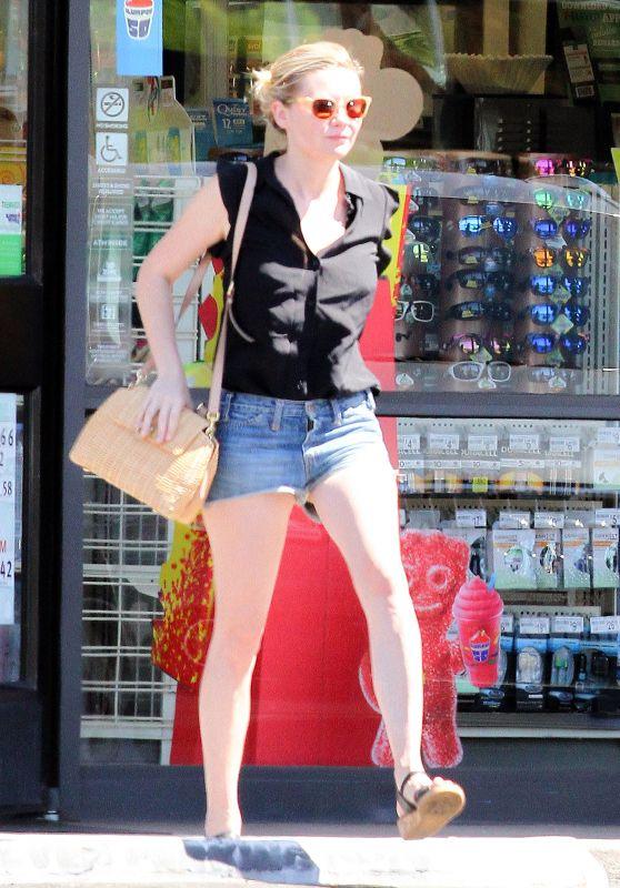 Kirsten Dunst Leggy in Jeans Shorts - 7 Eleven in Los Angeles 7/20/2016