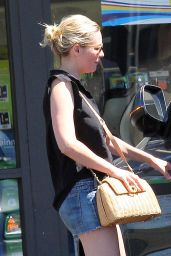Kirsten Dunst Leggy in Jeans Shorts - 7 Eleven in Los Angeles 7/20/2016