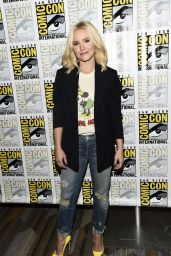 Kristen Bell – CBS Television Studios Press Line at Comic-Con in San Diego 7/21/2016