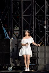 Lana Del Rey Performs at Festival Les Vieilles Charrues in Carhaix, France 7/17/2016
