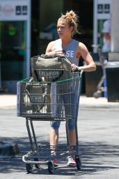 LeAnn Rimes - Stop by Erewhon Market in Calabasas, CA 7/2/2016