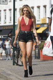 Louisa Johnson Shows Off Her Legs in a Pair of Short Shorts - Manhattan