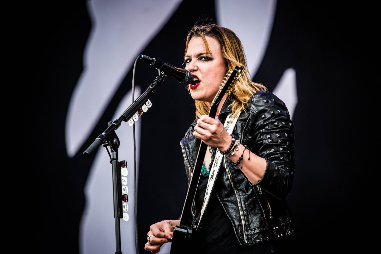 how tall is lzzy hale