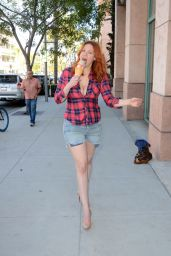 Maitland Ward Eating Ice Cream - Los Angeles, July 2016
