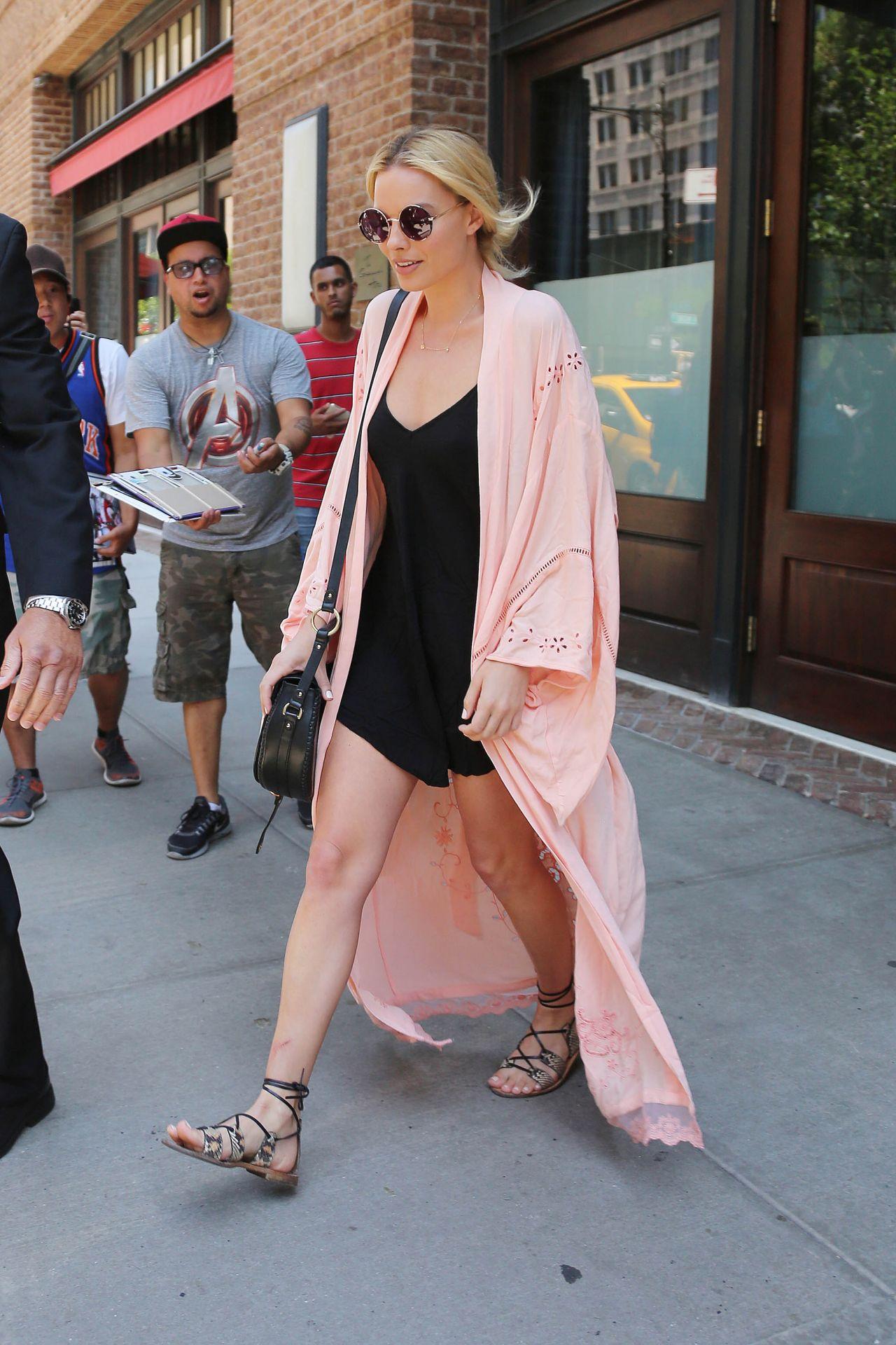 Margot Robbie Casual Style New York City 07 27 2016