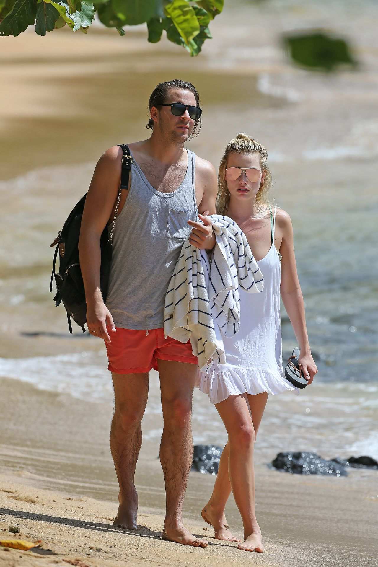 Margot Robbie Hot In Bikini - Beach In Hawaii July 14Th, 2016-8524