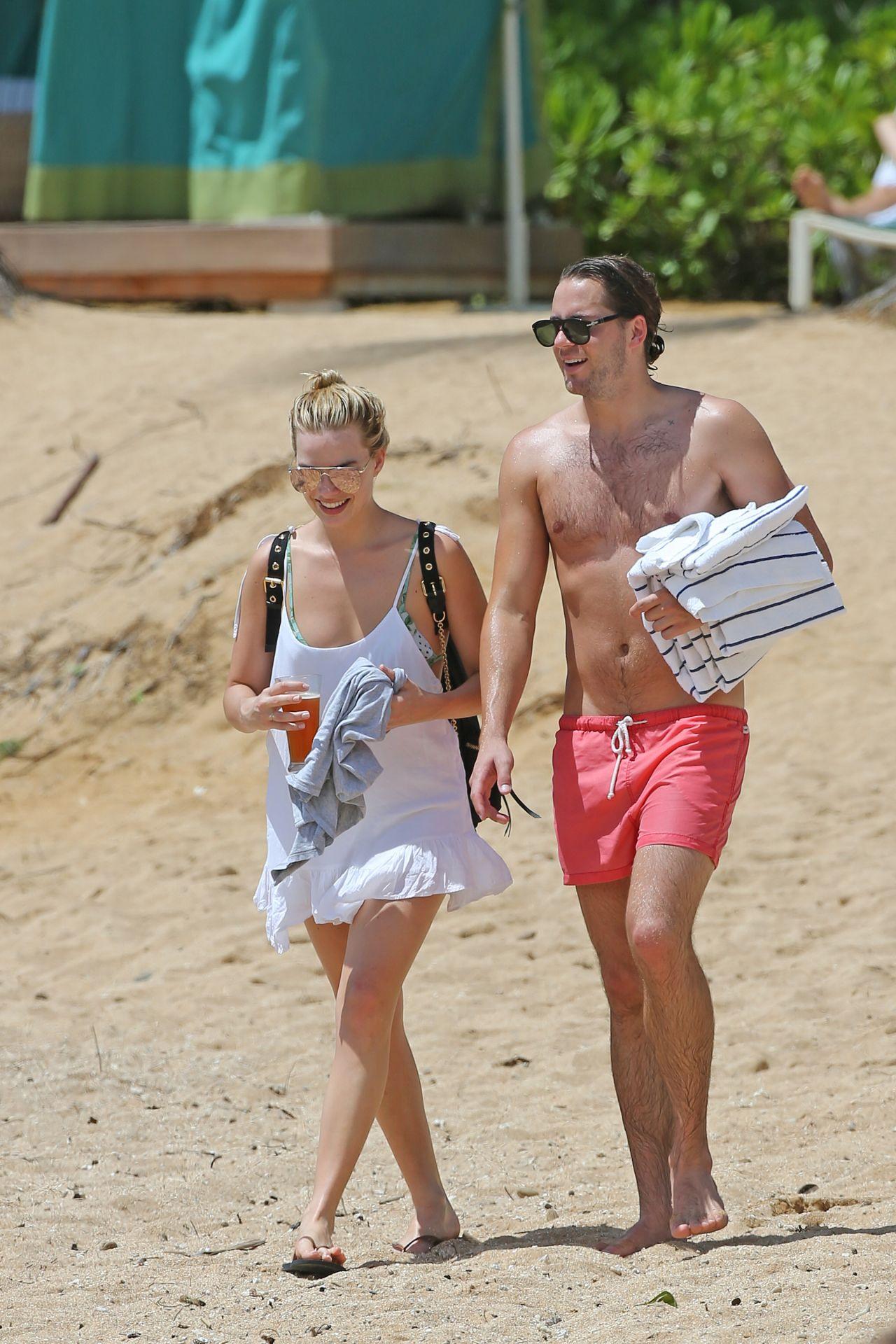 Margot Robbie Hot In Bikini - Beach In Hawaii July 14Th, 2016-6733