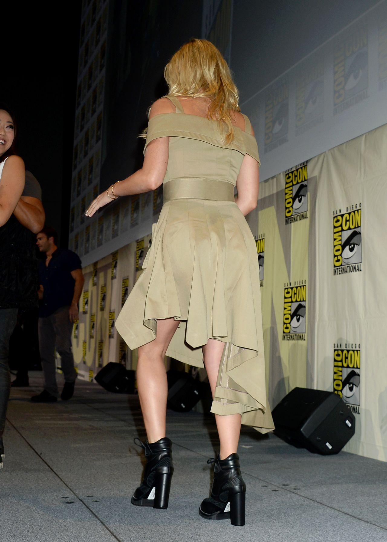 Margot Robbie Suicide Squad Press Line At Comic Con