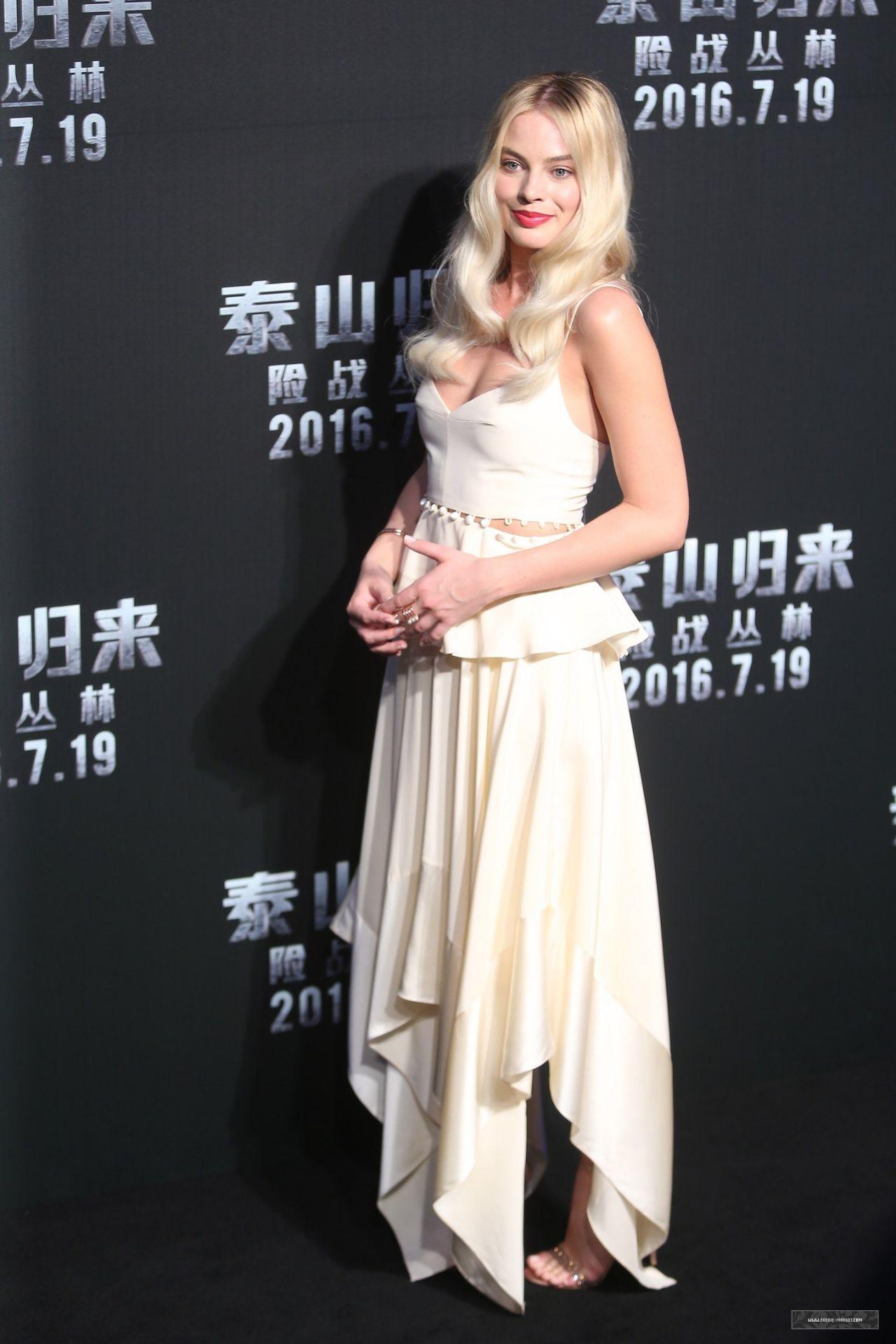 http://celebmafia.com/wp-content/uploads/2016/07/margot-robbie-the-legend-of-tarzan-premiere-in-beijing-july-2016-5.jpg