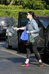 Michelle Trachtenberg in Leggings - Los Angeles 7/28/2016