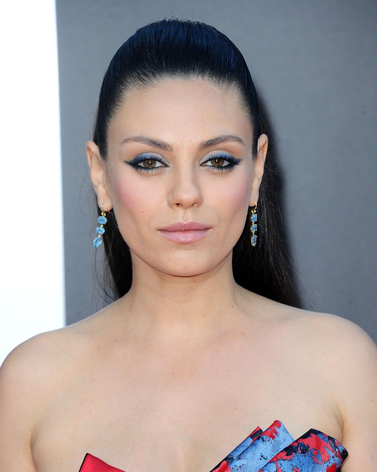Mila Kunis – 'Bad Moms' Premiere in Los Angeles Mila Kunis