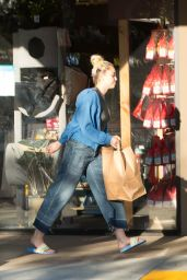 Miley Cyrus - Shopping in Woodland Hills 7/1/2016