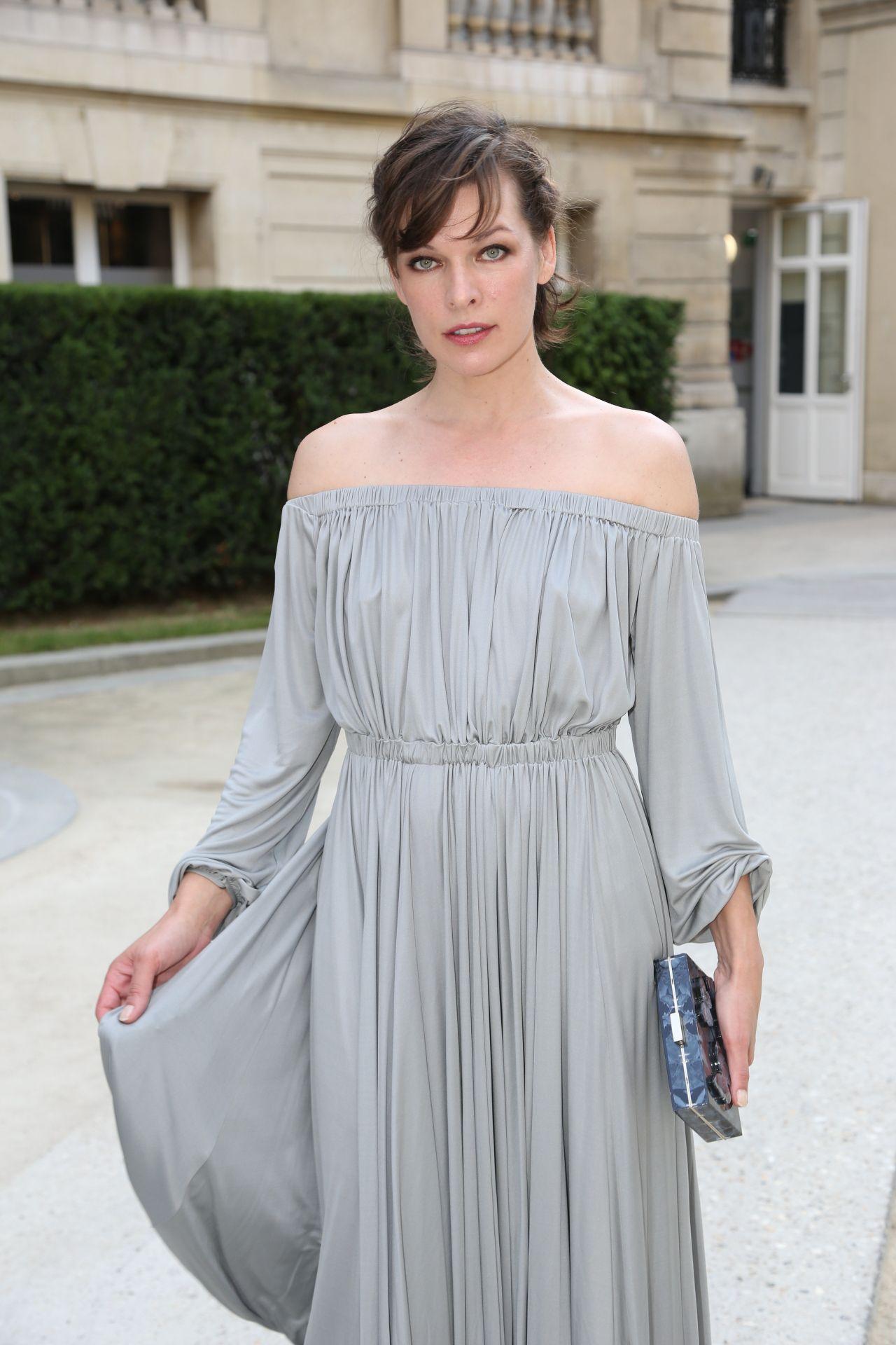 Milla Jovovich - Valentino Haute Couture Fall-Winter 2016 ... Milla Jovovich