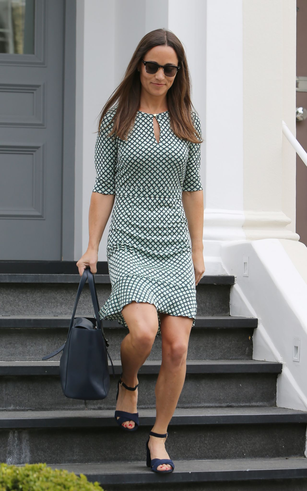 Pippa middleton style leaving her home in london 7 21 2016 for Middleton home