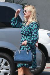 Reese Witherspoon at Country Mart in Brentwood 7/29/2016