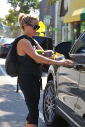 Reese Witherspoon in Leggings - Los Angeles, 07/10/2016