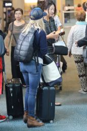 Reese Witherspoon Travel Outfit - Vancouver International Airport, July 2016