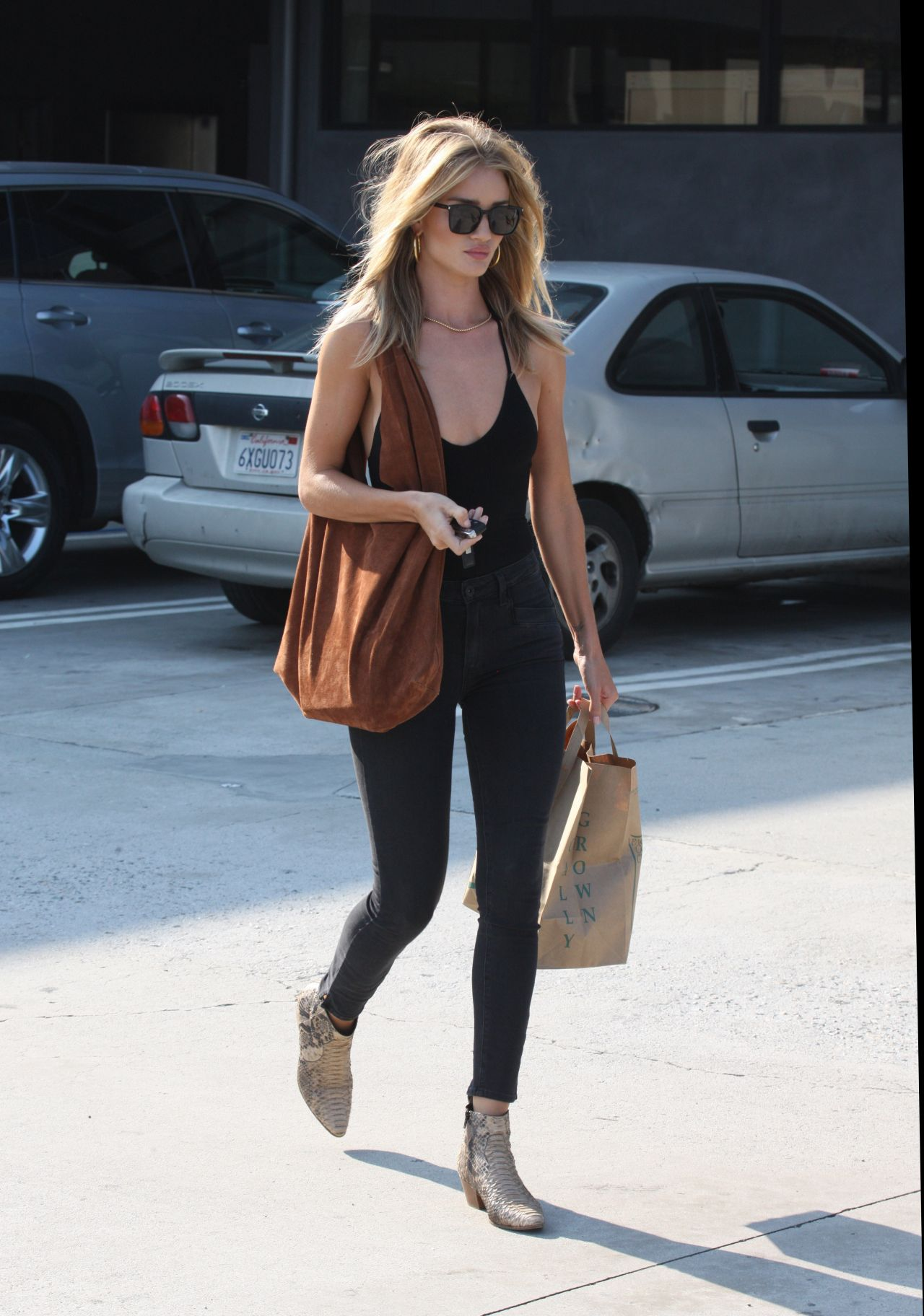 Rosie Huntington Whiteley Shopping In Malibu July 2016