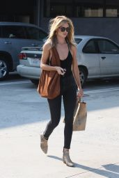 Rosie Huntington-Whiteley Shopping in Malibu, July 2016