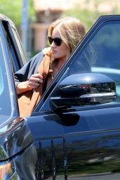 Rosie Huntington-Whiteley - Stops by at CVS Pharmacy in Malibu 7/2/2016