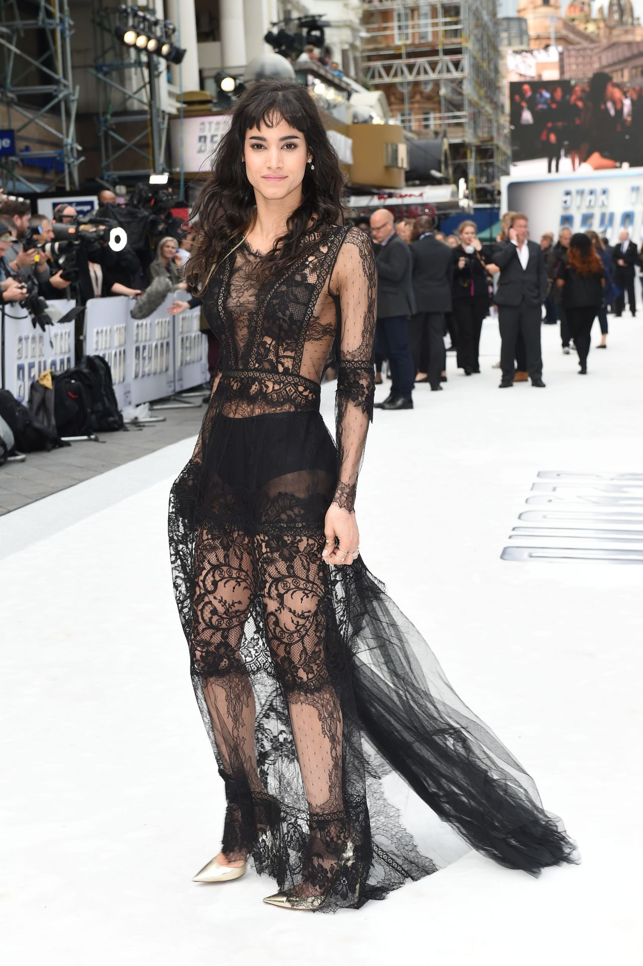 http://celebmafia.com/wp-content/uploads/2016/07/sofia-boutella-star-trek-beyond-premiere-in-london-uk-7-12-2016-1.jpg