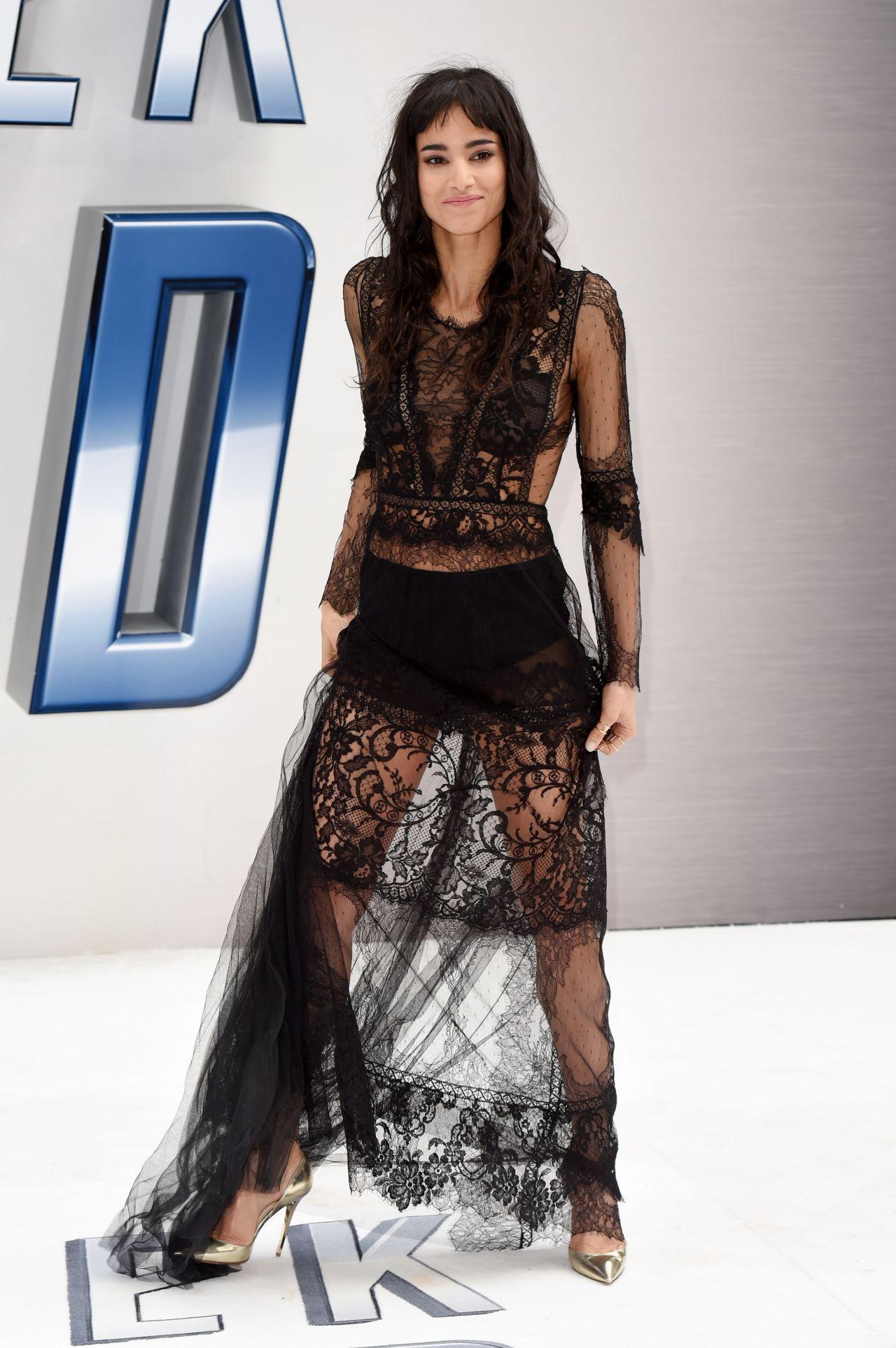 Gigi Hadid Red Carpet Style