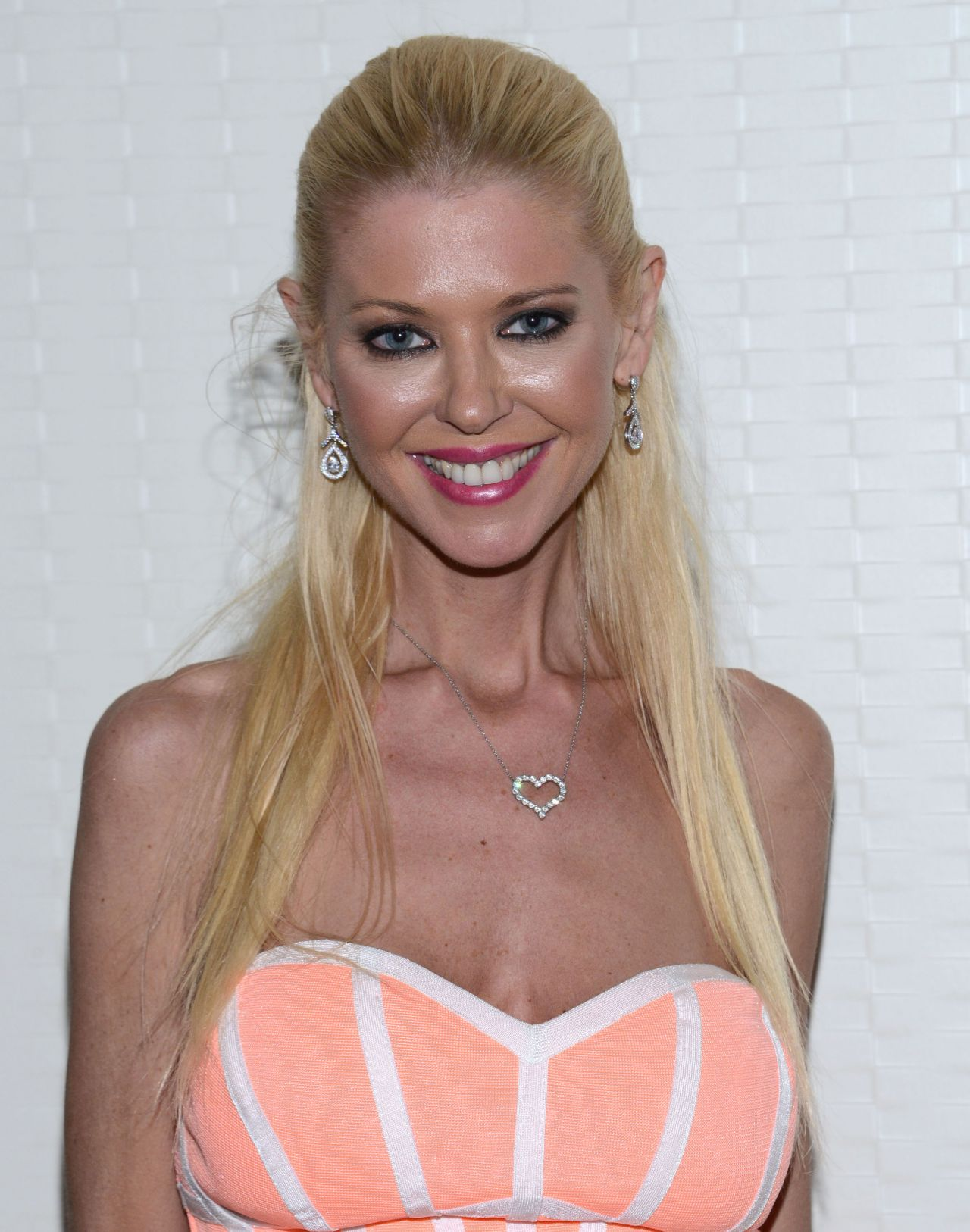 Tara Reid Sharknado The 4th Awakens Press Line At