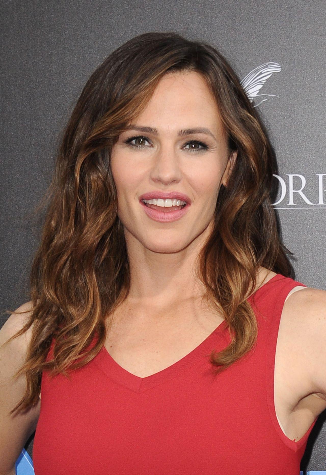 Jennifer Garner – 'Nine Lives' Premiere in Hollywood 8/1/2016