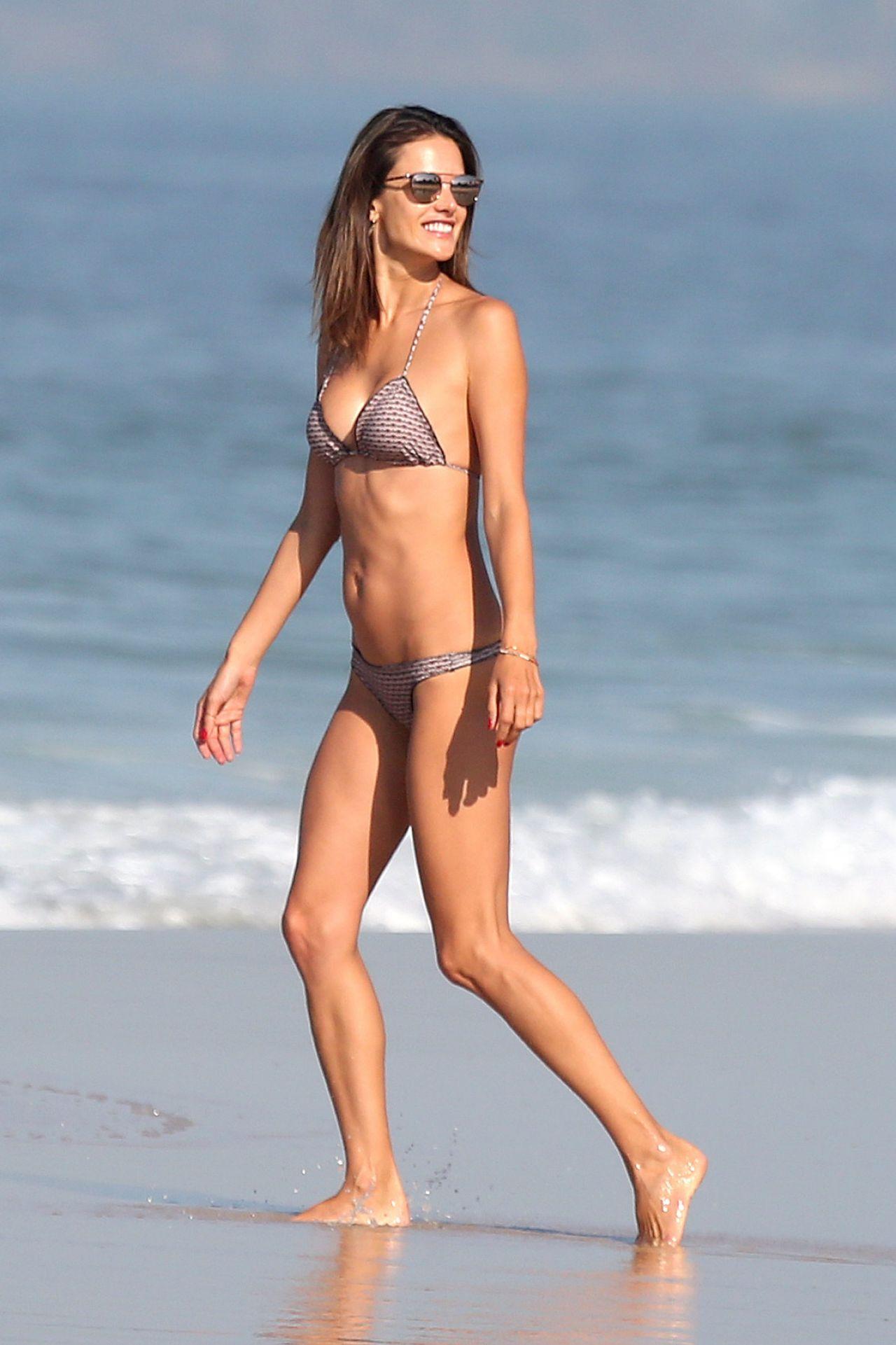 microkini beach girls