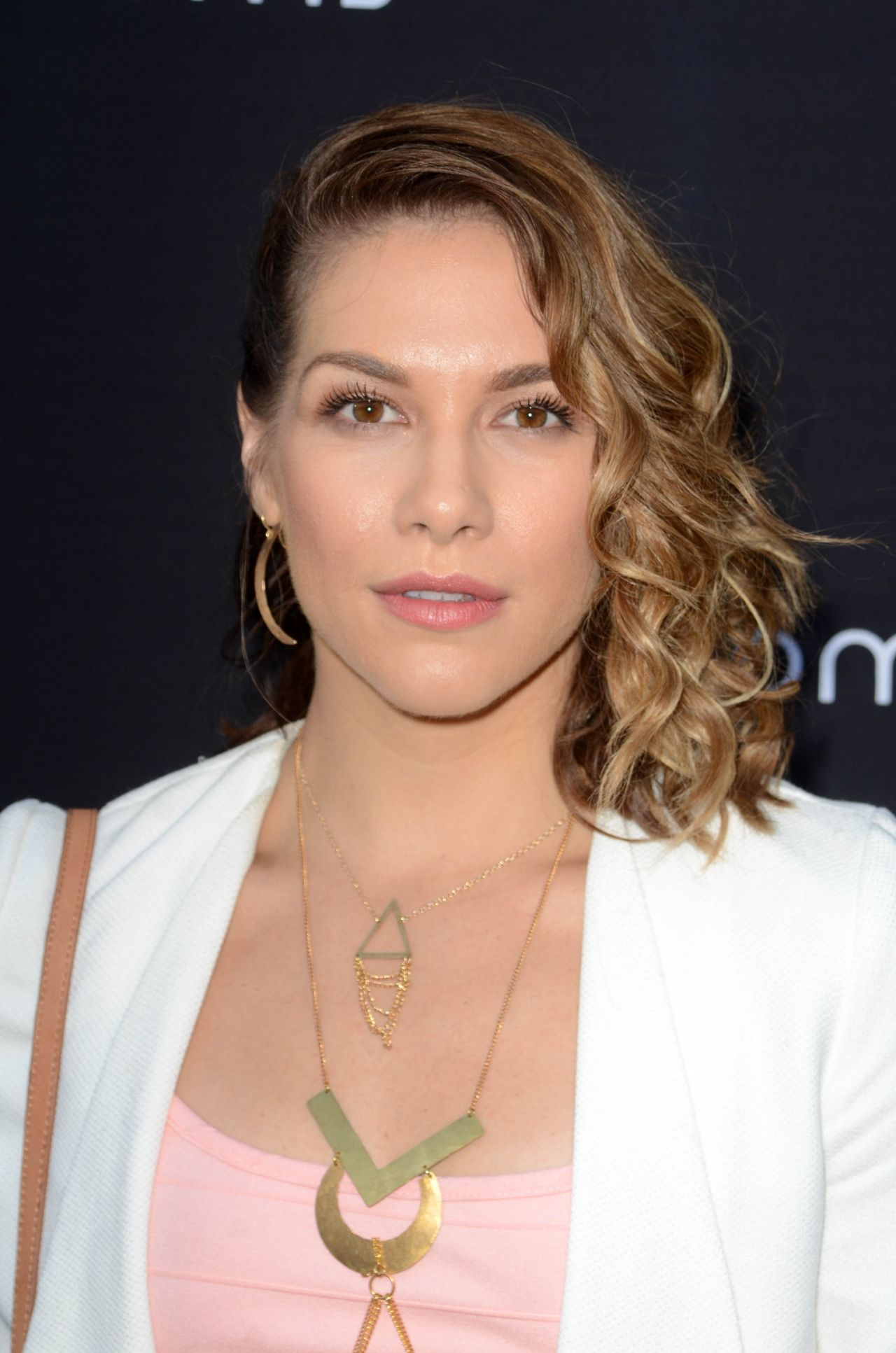 Hilary swank hairstyles for 2017 celebrity hairstyles by - Allison Holker 4moms Car Seat Launch Event Los Angeles 8