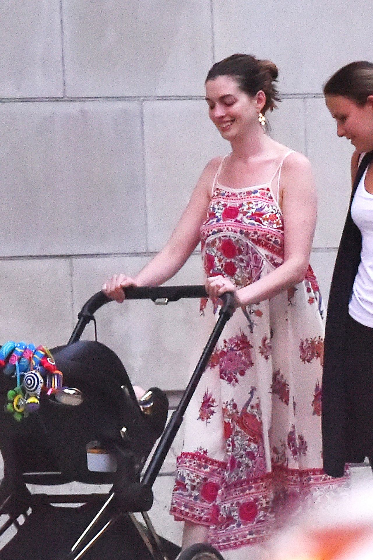 Anne Hathaway Out With Husband Amp New Baby Boy Nyc 8 16