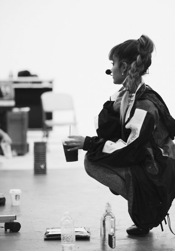 Ariana Grande - 2016 MTV VMA Rehearsals 8/26/ 2016