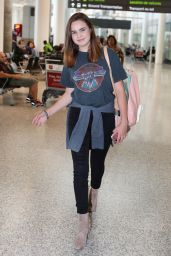 Bailee Madison Travel Outfit - Toronto Pearson International Airport 8/1/2016