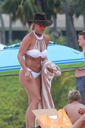 Britney Spears in Bikini - Hawaii 08/05/2016