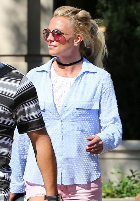 Britney Spears - Shopping in Claifornia 7/31/2016