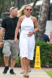 Britney Spears - Shopping in Hawaii 8/7/2016