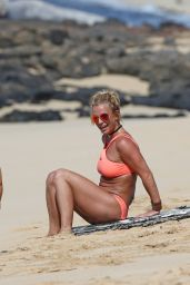 Britney Spears Wearing a Bikini at a Beach in Hawaii 8/6/2016